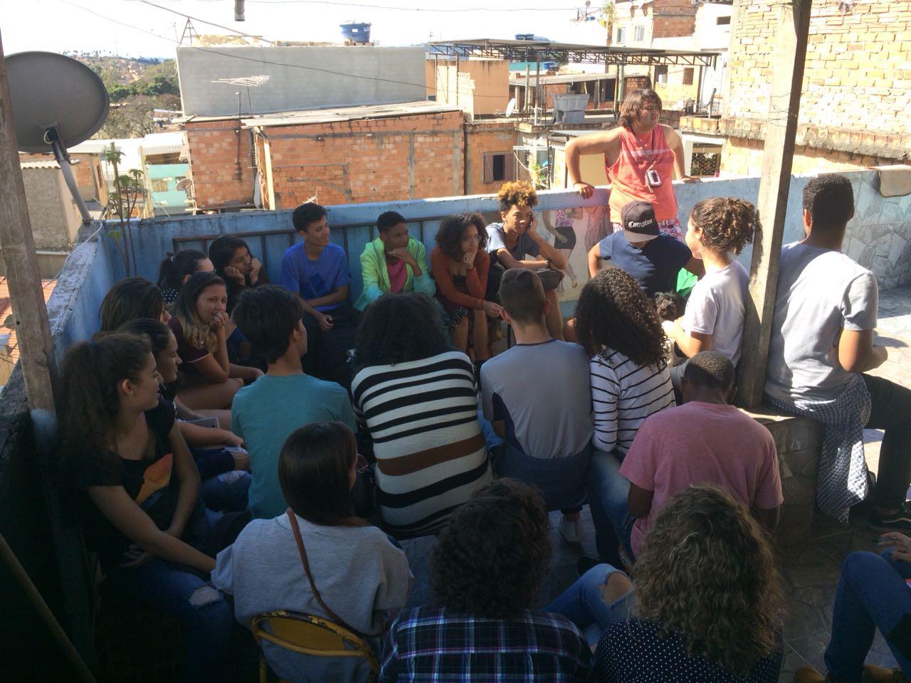 Imagem de alunos em aula no CEFET.
